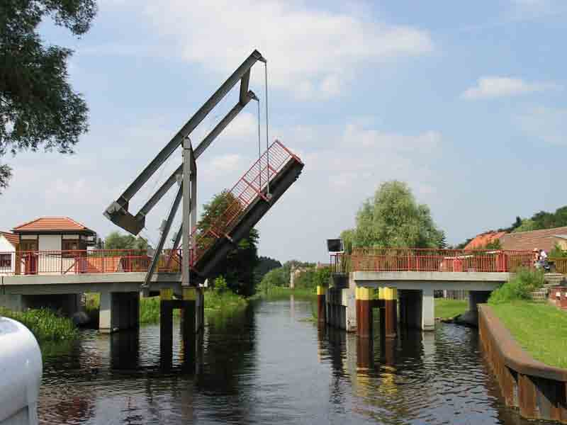 http://www.my-antje.com/2007_fotos/finow_zugbruecke.jpg